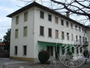 abitazione con cortile retrostante p.zza I  Maggio