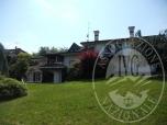 Immagine di Villa indipendente, con annessa residenza di servizio, accessori inerenti e terreno pertinenziale.