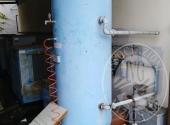Lotto 15: Serbatoio per compressore, N. 4 Contenitori in ferro, N. 2 Cavalletti per sostegno contenitori, N. 3 Contenitori porta cascame, N. 18 Contenitori in plastica (Le fotografie sono indicative. Si consiglia di visionare i beni prima della partecipaz