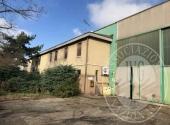 Lotto 1: piena proprieta' fabbricato industriale ad uso officina, uffici e un appartamento in Fidenza