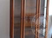 Vetrina in legno a tre ante e tre cassetti