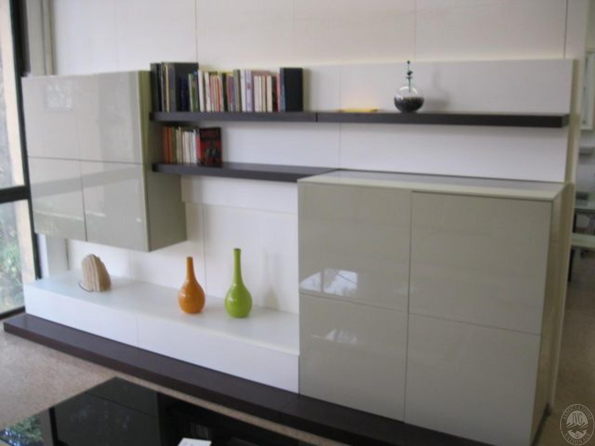 mobile soggiorno bianco laccato : Mobile soggiorno laccato opaco e lucido, colore beige bianco e marrone ...