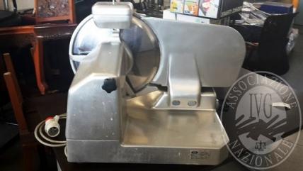 Affettatrice marca ABM in acciaio inox con lama mm 350, alimentazione 380V