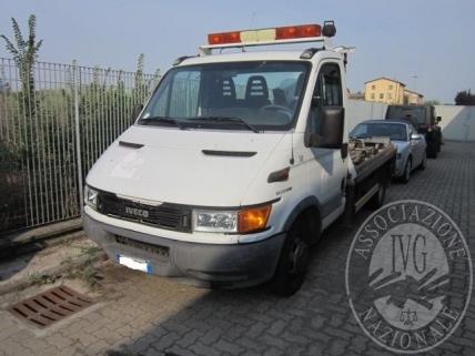 Autocarro marca IVECO modello DAILY 50 C 13 , dotato di allestimento a carroattrezzi con gru marca TCM modello TCM RN 80/2L